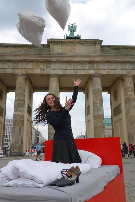 Cum e sa vezi Berlinul din pat designist 02