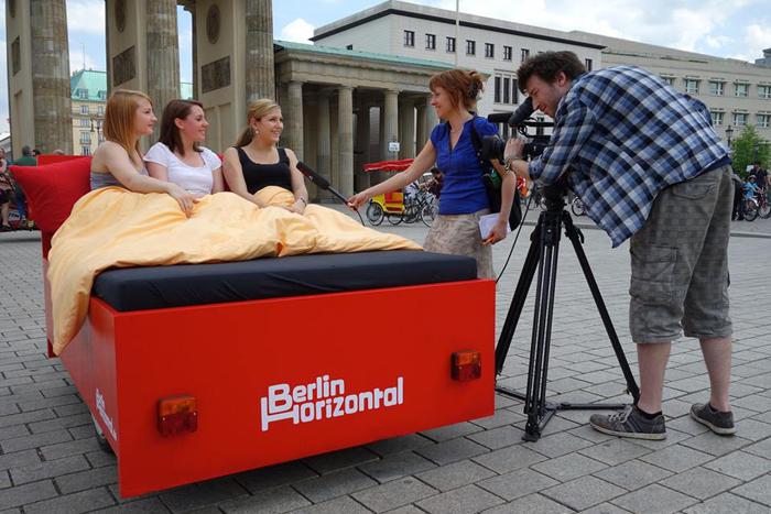 Cum e sa vezi Berlinul din pat designist 08