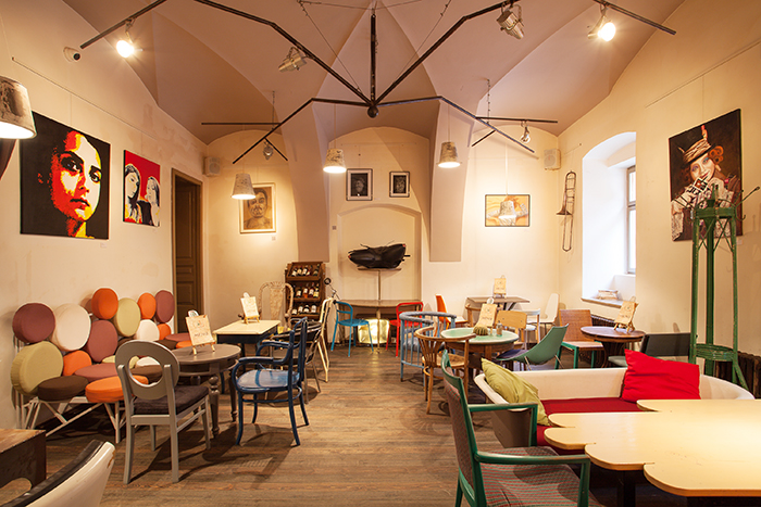 Colaj Cafe - Brasov - Designist (3)