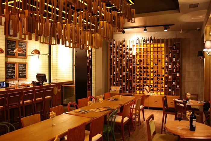 Corks Bar - Designist