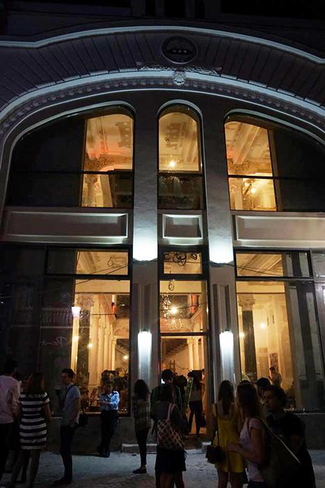 Noua librarie Carturesti - centru vechi - Designist (1)