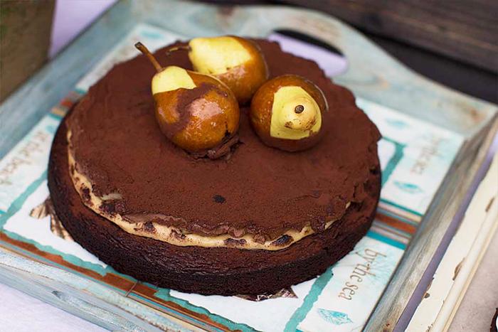 3.tort cu caramel sarat, pere si ciocolata