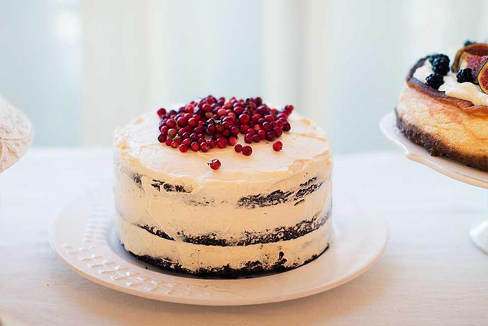 tort cu ciocolata, frisca si merisoare