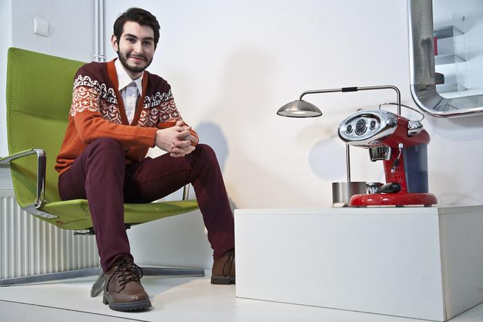 Un român va semna designul grafic a 20.000 de cutii de cafea illy designist 01