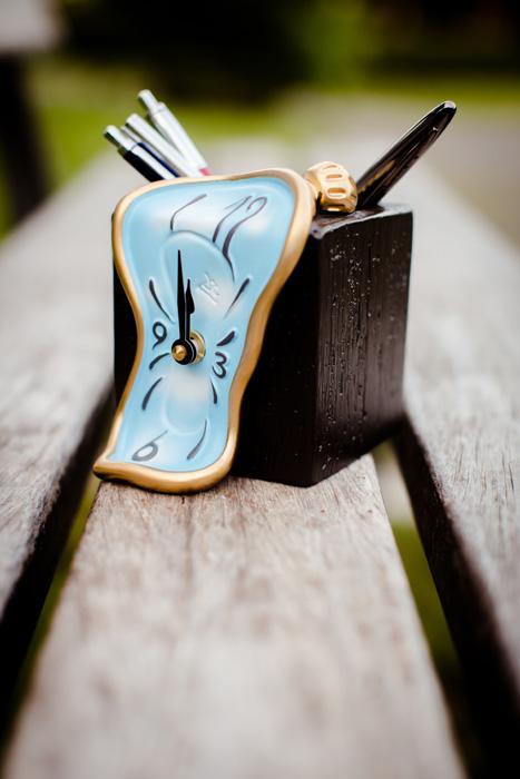 ceas cu suport de creioane figueras