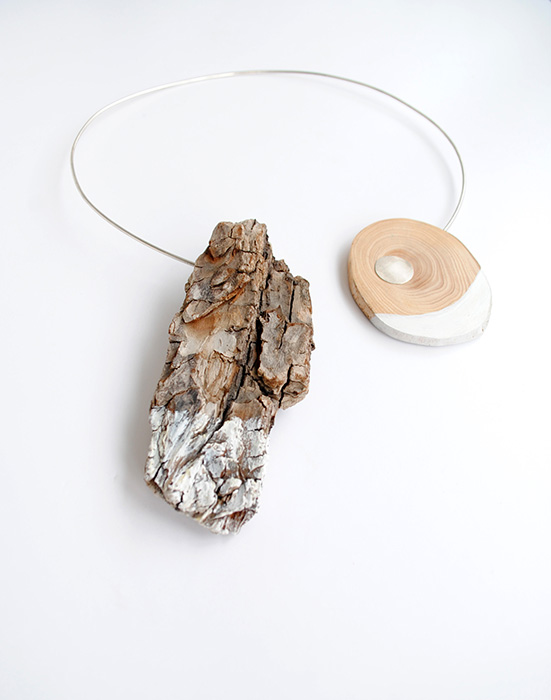 2_Nooha Nicolescu - Designist necklace_snow_silver and wood