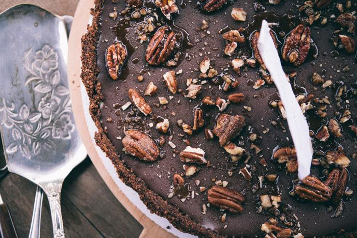Tarta cu ciocolata si nuci pecan caramelizate
