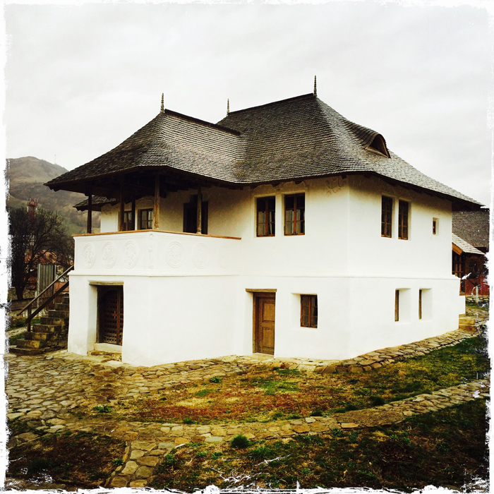 Casa-cu-Blazoane-Chiojdu